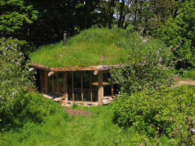unusual-wedding-venues-Hobbit-House-from-above