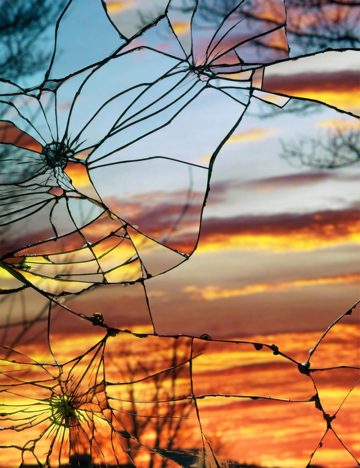 Photographs-of-Sunsets-as-Reflected-through-Shattered-Mirrors-by-Bing-Wright-1