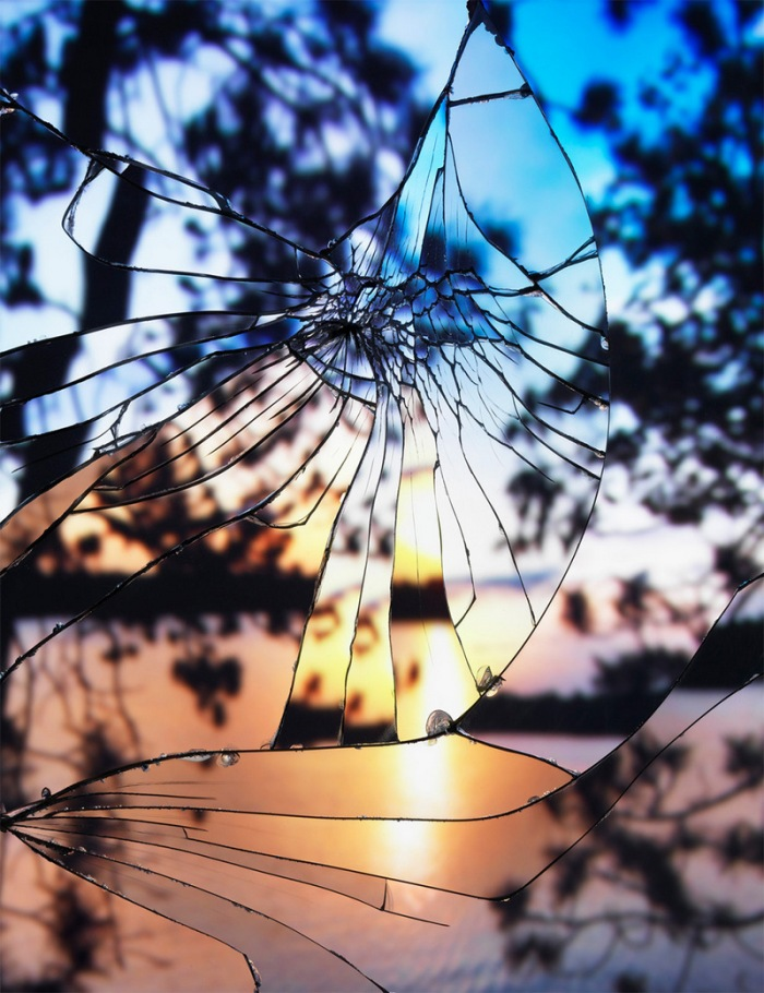 Photographs-of-Sunsets-as-Reflected-through-Shattered-Mirrors-by-Bing-Wright-2