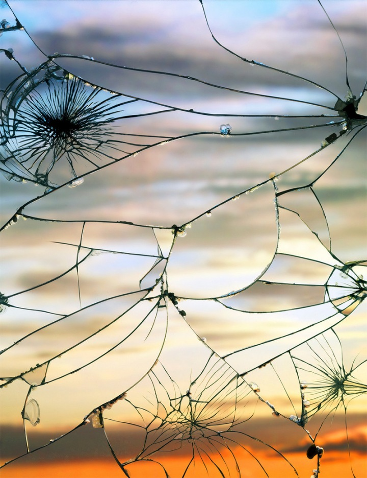 Photographs-of-Sunsets-as-Reflected-through-Shattered-Mirrors-by-Bing-Wright-6