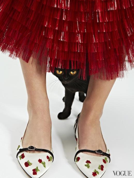 Le-Fashion-Blog-Cats-And-Flats-Oscar-de-la-Renta-Cherry-Ballerina-Flat-Via-Vogue