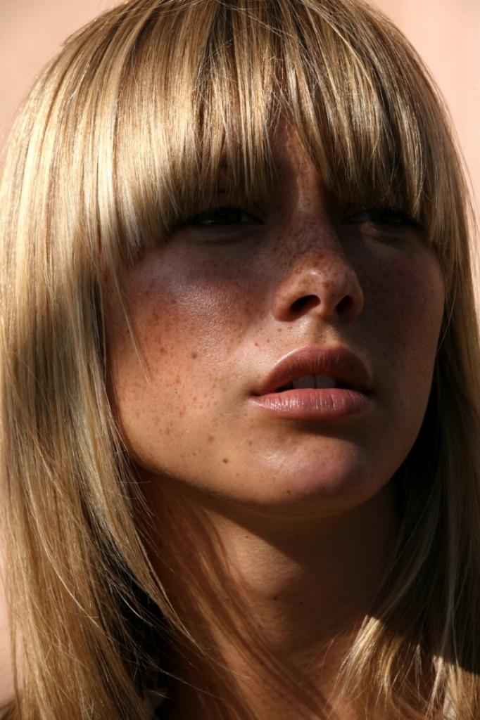 Le-Fashion-Blog-17-Hairstyles-With-Bangs-Best-For-Your-Face-Shape-Framing-Bangs--Via-Michael-Du3080err