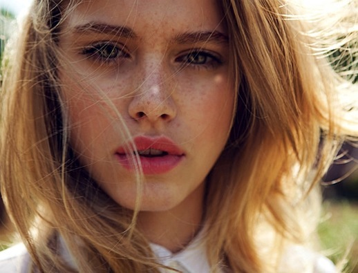 Le-Fashion-Blog-Summer-Beauty-Inspiration-Freckles-Lipstick-Pink-Lips-Elle-China-Editorial-Tiera-Dyck-Michelle-Du-Xuan