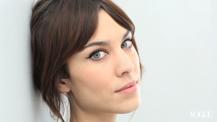 vogue_the-monday-makeover-alexa-chung-s-cat-eye