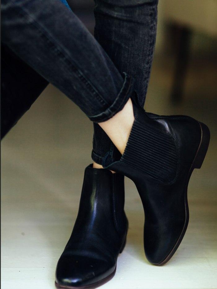 543c8b2d00ac583c0af231b6_red-eye-fashion-shoes