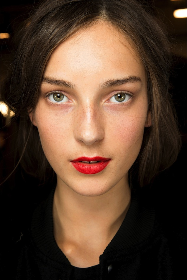 Le-Fashion-Blog-Beauty-Inspiration-Fresh-Face-Classic-Red-Lip-Lipstick-Julia-Bergshoeff-Backstage-Burberry-SS-2015