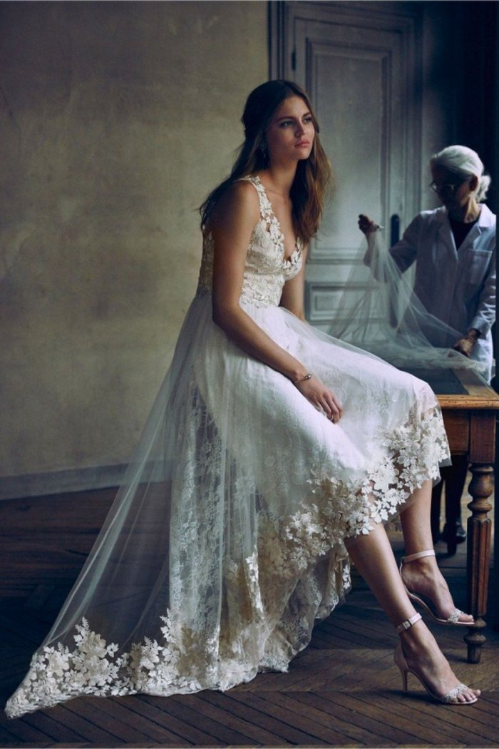 this-new-marchesa-wedding-dress-collab-is-ridiculously-dreamy-1613497-1452043986-640x0c