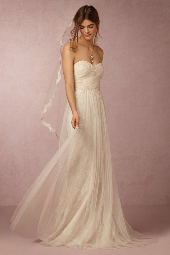 this-new-marchesa-wedding-dress-collab-is-ridiculously-dreamy-1613501-1452044316-640x0c (1)