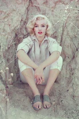 hbz-marilyn-the-rock-sitting-la-1953-milton-h-greene-archive-images